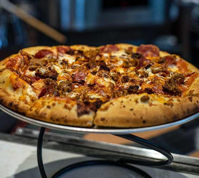 FAMOSO-HAT-TRICK-PIZZA
